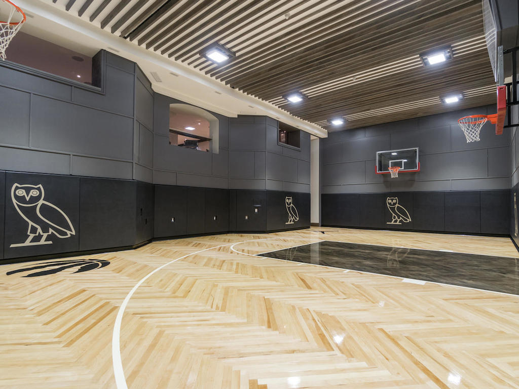 Home Of The Week A Mansion With An Ovo Basketball Court For 5 488 Million Trnto Com