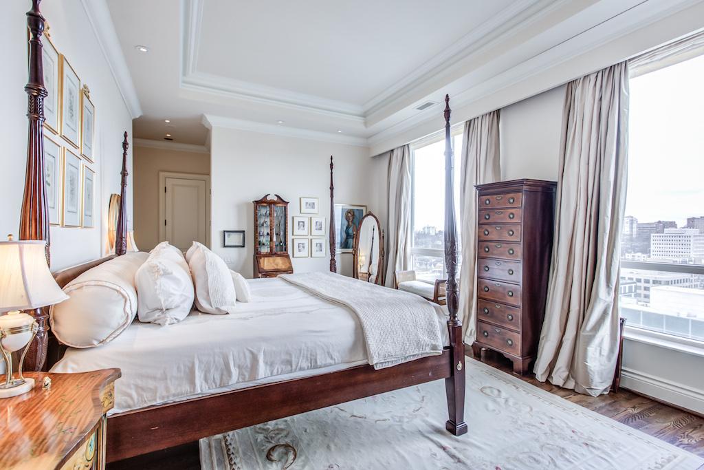 25 Scrivener Sq. bedroom