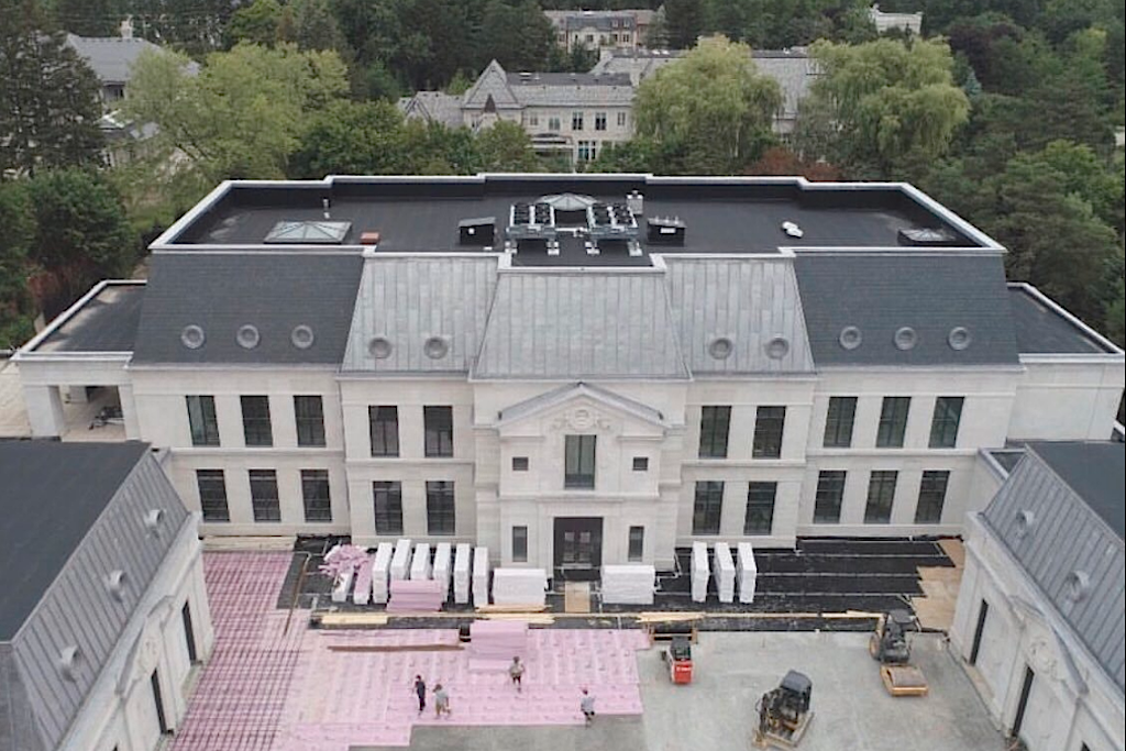Drake Unveils Giant Basketball Court Inside New Bridle Path Mansion Trnto Com