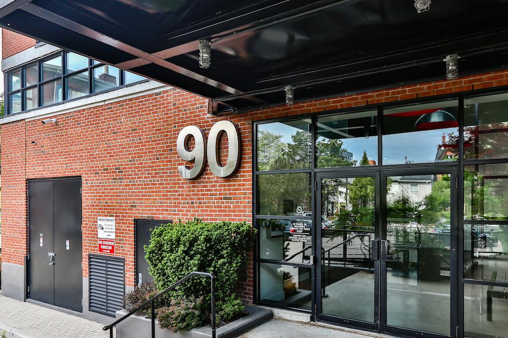 709-90 Sumach Street