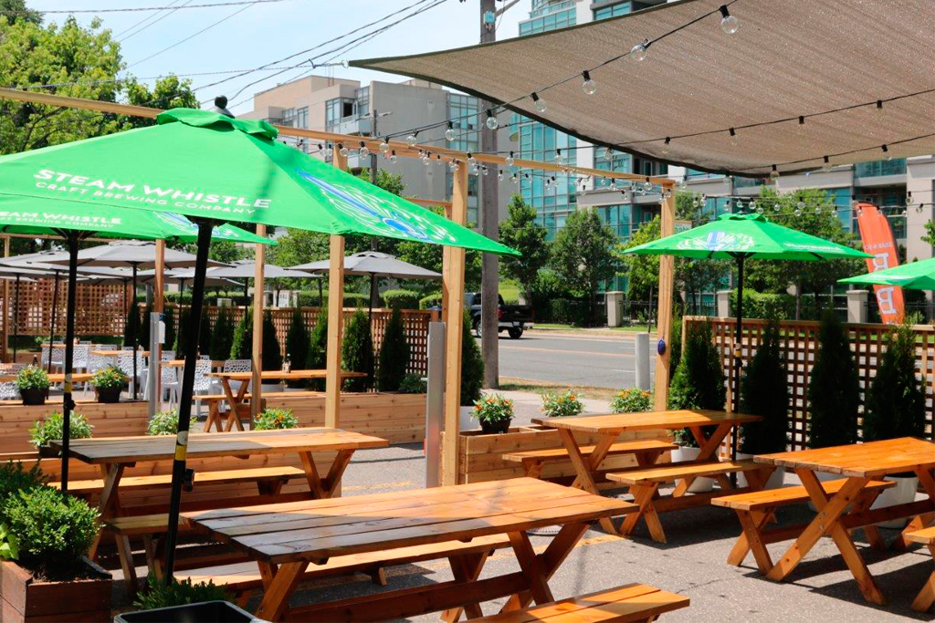 l-eat paese patio