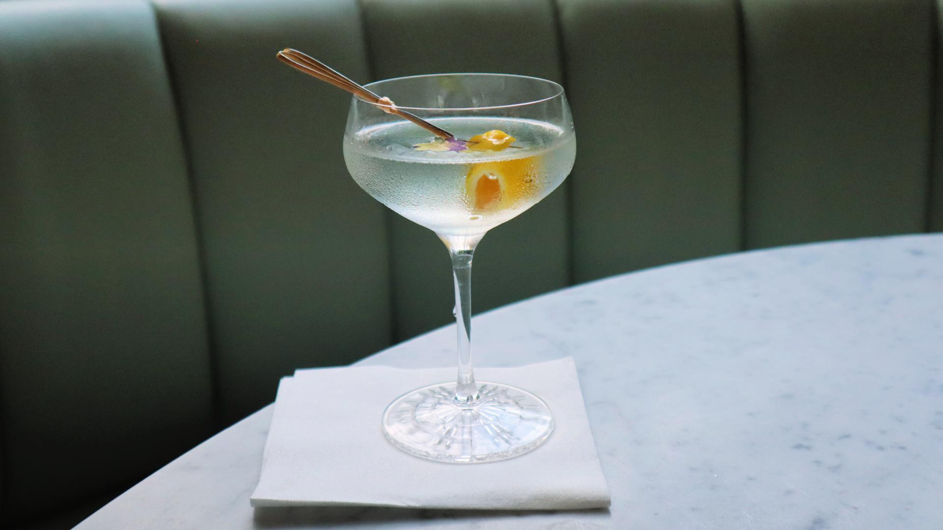 london cocktail vela