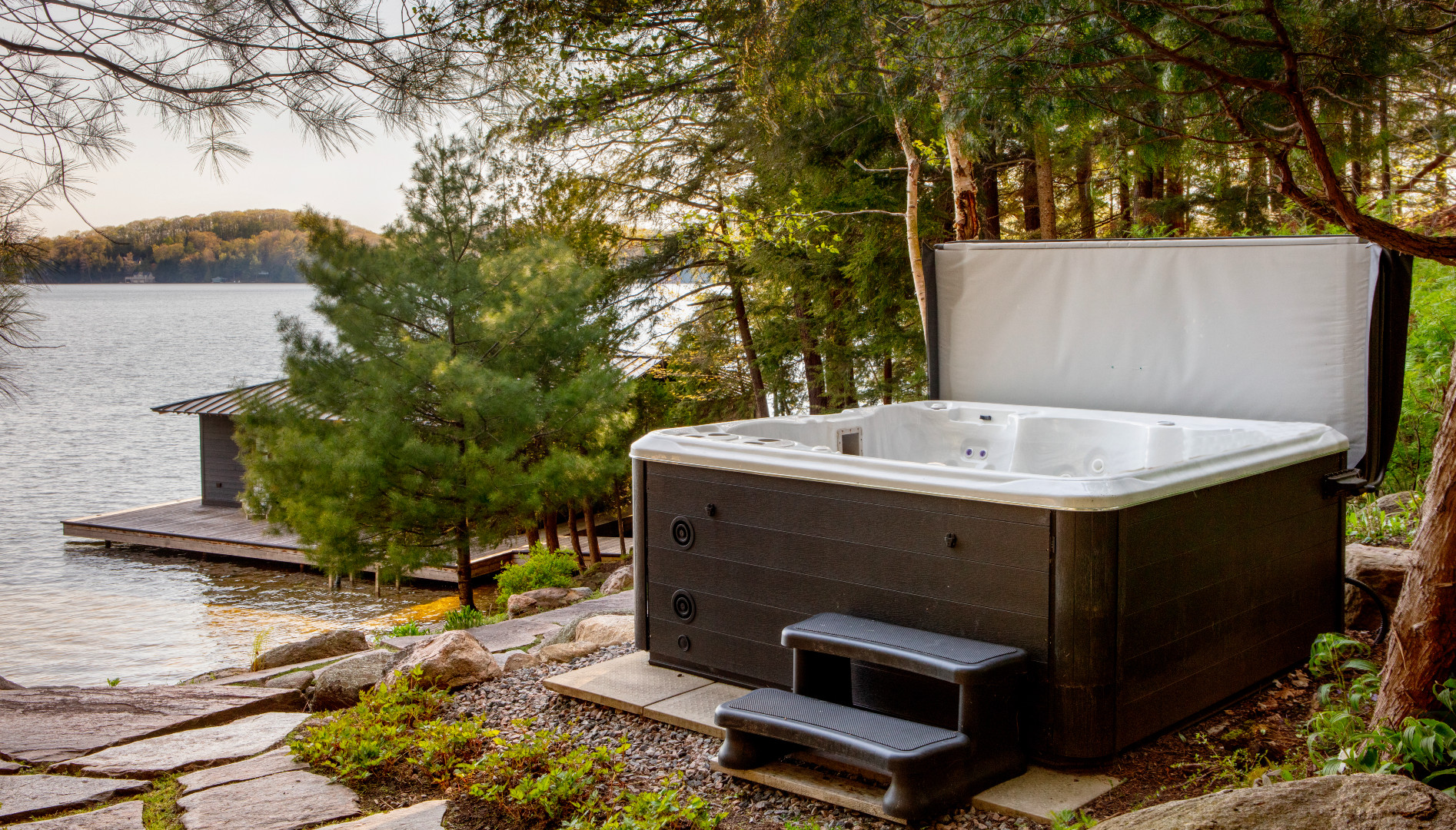 A photo of the outdoor hot tub.