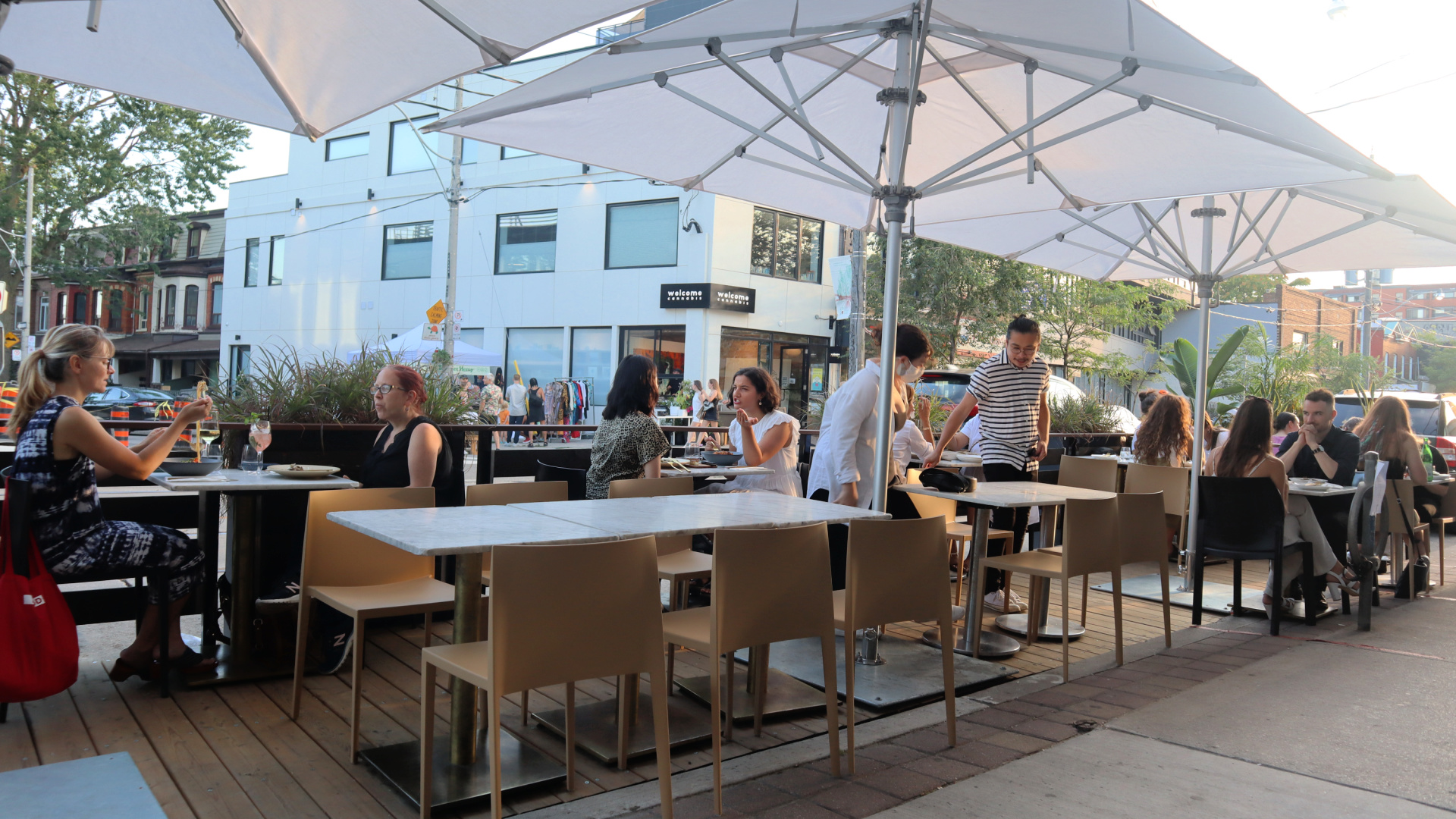 gia restaurant patio